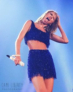 Taylor performing Shake It Off during the 1989 World Tour in Philly Night 2 on 6.13.15