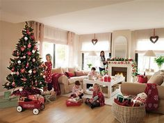 This cozy and beautifully decorated home is located in the outskirts of Barcelona, Spain. Everywhere you look there is the spirit of Christmas, from the tree to the garlands to all the baked goods on display in the kitchen. Decorated with details of red, white and green, the tree with its flashing lights, garlands decorate …