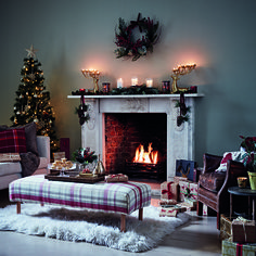 Go traditional with a berry red and rich gold colour scheme to offset faux evergreen wreaths, candles, garlands and hanging pines in your living room this Christmas. Cosy Christmas, Christmas Room, Cottage Christmas, Outdoor Christmas, Christmas Interiors, Christmas Living Rooms, Hygge, Sainsburys Home, House Smells