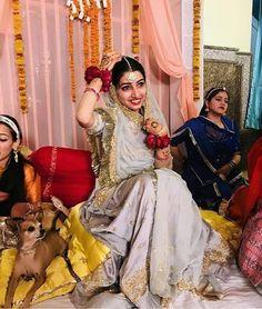 Shivani Rathore 💫 Indian Bridal Outfits, Indian Bridal Fashion, Bridal Dresses, Rajasthani Bride, Rajasthani Dress, Bridal Hair Buns, Rajputi Dress, Indian Princess, Royal Clothing