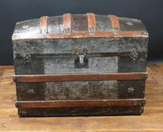 Wooden Trunks, Old Trunks, Vintage Trunks, Trunks And Chests, Wooden Crates, Antique Trunks, Vintage Suitcases, Danish Modern Furniture, Rustic Furniture
