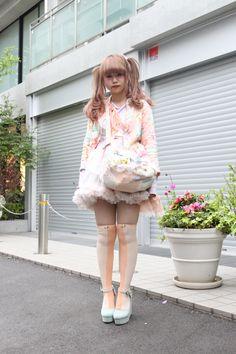 Lots of petticoats. Fashion Walk, Tokyo Fashion, Harajuku Fashion, Kawaii Fashion, Lolita Fashion, Girl Fashion, Fashion Looks, Fashion Outfits, Japanese Street Fashion