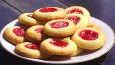 Sandras syltetøykaker Bun Cha, Sweet Cookies, Vegan Desserts, Cheesecake, Food And Drink, Snacks, Appetizers, Cheesecakes, Cherry Cheesecake Shooters