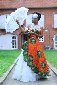 Traditional Wedding Dresses In South Africa 2017 Traditional Wedding Dresses In South Africa 2017 Your bells artist will apperceive the best South African conjugal abrasion shops in your acceptable… African Inspired Fashion, African Dresses For Women, African Print Dresses, African Print Fashion, Africa Fashion, African Attire, African Fashion Dresses, African Women, Ghanaian Fashion