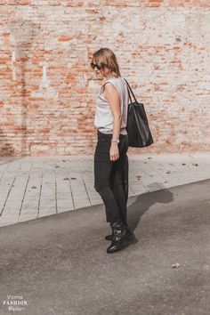 #stayathome #style #herbst #skinyjeans Bye Bye, Online Shopping, Fashion Bloggers, Leather Backpack, Street Style, Fashion Outfits, Fall, Shoulder Pads, Womens Fashion
