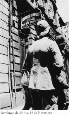Revolução de 1932. Voluntários na rua 15 de Novembro. Acervo do Instituto Moreira Salles.