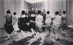 Feliz #diainternacionaldelosmuseos! Qué tal si lo celebramos con un poquito de #jazz de los años 20 en el Museo de Arte Contemporáneo de Madrid? Os esperamos a las 19.00h con el grupo #CaravanaJam! @condeduquegente @condeduquemadrid @entornocondeduque #jazzenelmuseo #jazz #museos #18mayo #artecontemporaneo #condeduque #concierto #madrid by musicacreativa