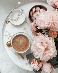 Flat Lay Photography, Coffee Photography, Food Photography, Good Morning Coffee, Coffee Break, Coffee And Books, Coffee Art, Iced Coffee, Coffee Mugs