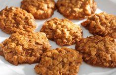 biscotti avena e frutta (two ingrediets oatmeal cookies) Breakfast Crockpot Recipes, Oats Recipes, Sweet Recipes, Baking Recipes, Baking Ideas, Healthy Breakfast Muffins, Breakfast Pancakes, Breakfast Bake, Cookie Desserts