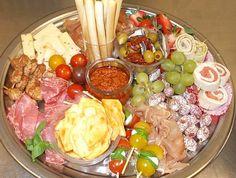 Tapasschotel voor 5 à 8  personen Tapas Recipes, Snack Recipes, Gazpacho, Tapas Buffet, Finger Food Appetizers, Food Platters, Appetisers, Party Snacks, High Tea