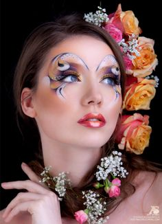 The perfect make-up for a colorful and crystallized Mardi-Gras mask look... beautiful flowers too! ;-)