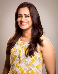Spruha joshi Hollywood Actress Name List, Most Beautiful Hollywood Actress, Beautiful Indian Actress, Hollywood Actresses, Indian Actresses, Red Carpet Dresses 2016, Hindi Actress, Oscar Dresses, Hair St