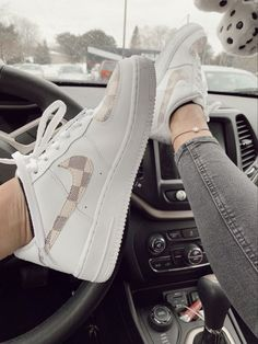 white shoes nike 47 Women Sneakers To Copy Now women trending shoes Moda Sneakers, Best Sneakers, Sneakers Fashion, Fashion Shoes, Sneakers Adidas, Fashion Fashion, Winter Fashion, Fashion Tips, Fashion Trends
