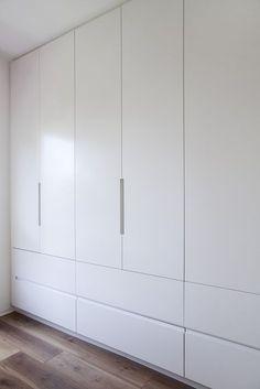 תוצאת תמונה עבור built in wardrobes floor to ceiling Bedroom Cupboard Designs, Wardrobe Design Bedroom, Bedroom Cupboards, Wardrobe Doors, Wardrobe Closet, Built In Wardrobe, Closet Bedroom, Home Bedroom, Closet Wall
