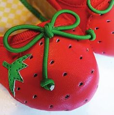 I'm pretty sure that these little shoes are precious!  They'd go well with the peter pan collar strawberry dress ;)