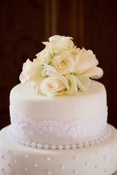 wedding cake: so romantic detail in lace and pearls!!!