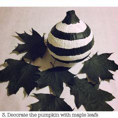 DIY Autumn Deko - Pumpkin black & white stripes - Herbstdeko Kürbis schwarz-weiß gestreift @artCREATORblog.com