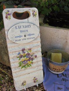 Tabla de lavar de madera con decoupage y estarcidos