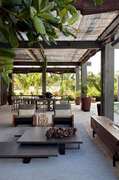 Indoor outdoor living / spacious