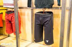 Dainese HG Shorts >> https://foto-thumbnails.mtb-news.de/cache/1140_auto_1_1_0/22/aHR0cHM6Ly9mc3RhdGljMS5tdGItbmV3cy5kZS92My8yMS8yMTkzLzIxOTM0NzMtZWY0c2M0OTIyZHk3LWRhaW5lc2VfMjQ2MS1vcmlnaW5hbC5qcGc.jpg