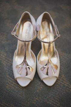 Art Deco Weiss Oder Elfenbein Hochzeit Schuhe Mit Grossen Gatsby Crystal Applique T Strap Kitten Heel Seide Satin Braut