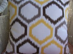 graphic trellis pattern