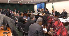 Conselho estuda projeto para pedir afastamento de Cunha da presidência