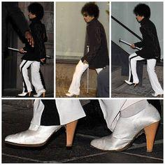 El Principe de la canciones. Satin shoes and wood heels.....