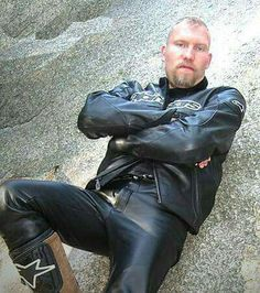 Everybody's Darling, Leather Men, Leather Pants, Motorcycle Leather, Special Girl, How To Wear, Fashion, Leather Jogger Pants, Moda