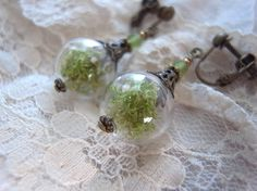 Terrarium in glass テラリウムの様な吹きガラスビーズとモスのイヤリング