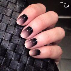 Hoy necesito que mi #maniviernes combine a la perfección con mis accesorios negros. by tucitadebelleza