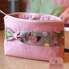 "Cosmetic bag ""Simpina"" (sewing instructions and sewing pattern of ministicks) - shesmile S Embroidery On Clothes, Embroidered Clothes, Hand Embroidery, Sewing Projects For Kids, Sewing For Kids, Dog Backpack, V Stitch, Fabric Purses, Sewing For Beginners"