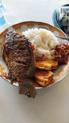 Healthy Filling Meals, Snap Food, Food Gallery, Tasty, Yummy Food, Indonesian Food, Street Food, I Foods, Food And Drink