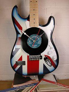 Guitar Room, Guitar Art, Music Guitar, Guitar Shelf, Music Clock, Union Jack Bedroom, Diy Craft Projects, Fun Crafts, Broken Guitar
