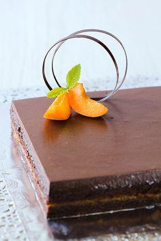 Pastís d'albercoc i xocolata by cuinaperllaminers, via Flickr