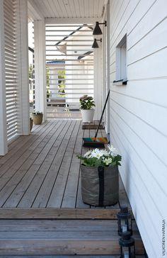 Front Door Canopy, Front Door Entrance, Front Porch, Van Design, Mobile Home, Exterior Design, Landscape Design, Pergola, Stairs
