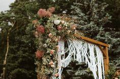 Piękny łuk świetnie sprawdzi się podczas ślubu w plenerze. Dzieło Vi-vum - wypożyczalni dekoracji na ślub i wesele. Ladder Decor, Christmas Wreaths, Holiday Decor, Wedding, Home Decor, Valentines Day Weddings, Decoration Home, Room Decor, Weddings
