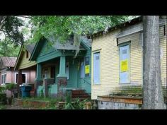 Watch how SCAD School of Building Arts students partner with the Historic Savannah Foundation and Habitat for Humanity for a project in the historic Cuyler-Brownville neighborhood