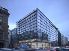 On a site with views to the White House and Washington Monument, owner PNC, developer Vornado and Gensler faced a challenge: designing a building. Office Building Architecture, Retail Architecture, Concept Architecture, Building Design, Shading Device, Joseph, Small Buildings, Office Buildings, Glass Facades
