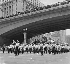 1954 - Desfile no Vale do Anhangabau sob o Viaduto do Chá pela comemoração do Quarto Centenário de fundação da cidade.