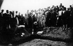 #Mersin #Erdemli Köyü ilk mektebi temel atma töreni...08.04.1935  #İçel Valisi Hakkı Berksun, Defterdar, Maarif müdürü Nahit Cemal ve #Silifke Kaymakamı Mithat Uyguç temel atma törenindeler.