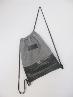 Fietsbanden: Rugzakje 45x34. De bovenkant is van spijkerstof.