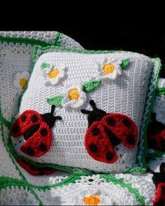 Ladybug Afghan and Pillow - pattern by Maggie Weldon Crochet Cushions, Crochet Pillow, Crochet Hooks, Crochet Baby, Afghan Crochet, Crochet Organizer, Crochet Flower, Crochet Blankets, Crochet Designs