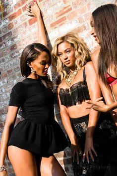 Beyonce boob tronto pic
