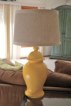 yellow lamp by MsZDub, tutorial how to repaint a ceramic lamp