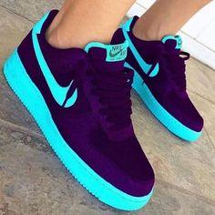 Jordan Shoes Girls, Girls Shoes, Cool Shoes For Girls, Ladies Shoes, Shoes Women, Blue Sneakers, Sneakers Nike, Custom Sneakers, Custom Shoes
