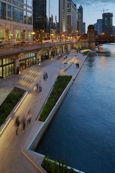 Project: The Chicago Riverwalk - Ross Barney Architects