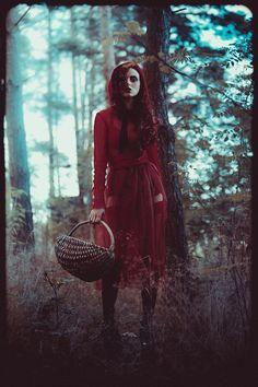 Photographer: Sherif Mokbel Stylist/Makeup: Maria Gotkiewicz Model: Oliwia Lissow