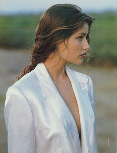 Shared by OhmyCasiraghi . Find images and videos about model, Laetitia Casta and Laeticia Casta on We Heart It - the app to get lost in what you love. Laetita Casta, Pretty People, Beautiful People, 90s Models, Poses, Pretty Face, Hair Inspiration, Supermodels, Portrait Photography