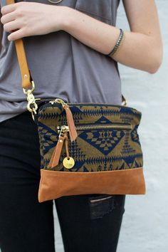 Fall crossbody bag with Pendleton wool! Shop all styles - bags, mochilas, handmade, crossbody, pack, leather bag *ad
